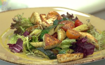 Теплый салат с цуккини и сыром «панир»
