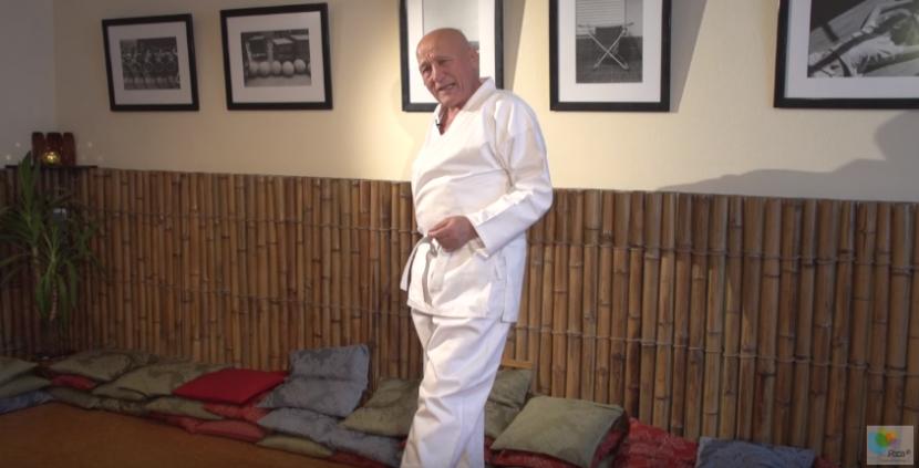 Зарядка с Мирзаахматом Норбековым: ноги