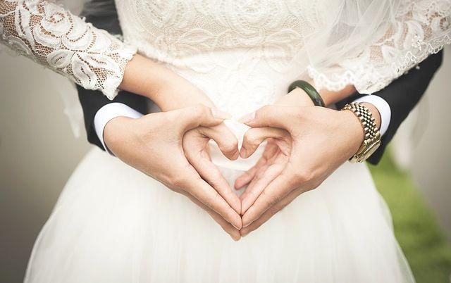 Эксперты определили тип отношений, который ведет к счастливому браку