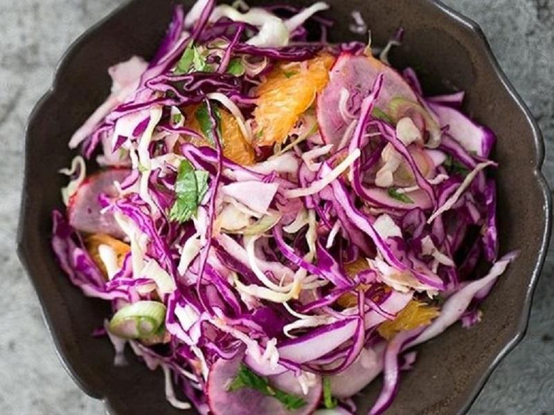 Пряный салат из краснокочанной капусты и апельсинов