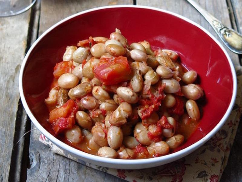 Фасоль с помидорами