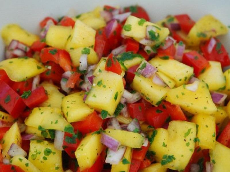 Салат с манго и болгарским перцем
