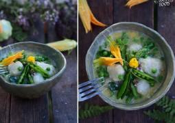 Картофельные ньокки с сырным соусом с зеленым горошком и спаржей