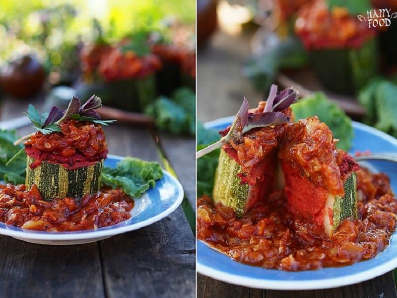 Фаршированные кабачки с фасолевой начинкой и томатным соусом