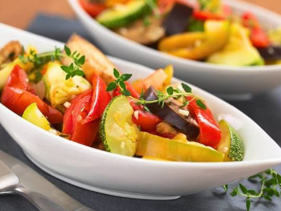 Овощное рагу с чесноком и перцем