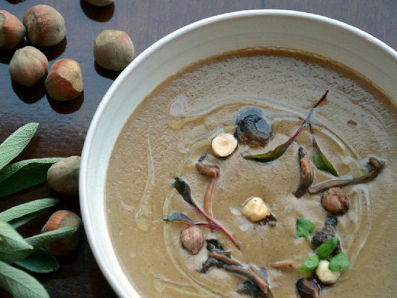 Грибной суп с лесными орехами