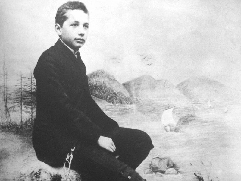 Как Эйнштейн доказал, что Бог существует