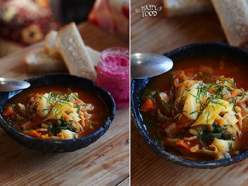 Капустный суп с томатами, чили и кабачком и карри