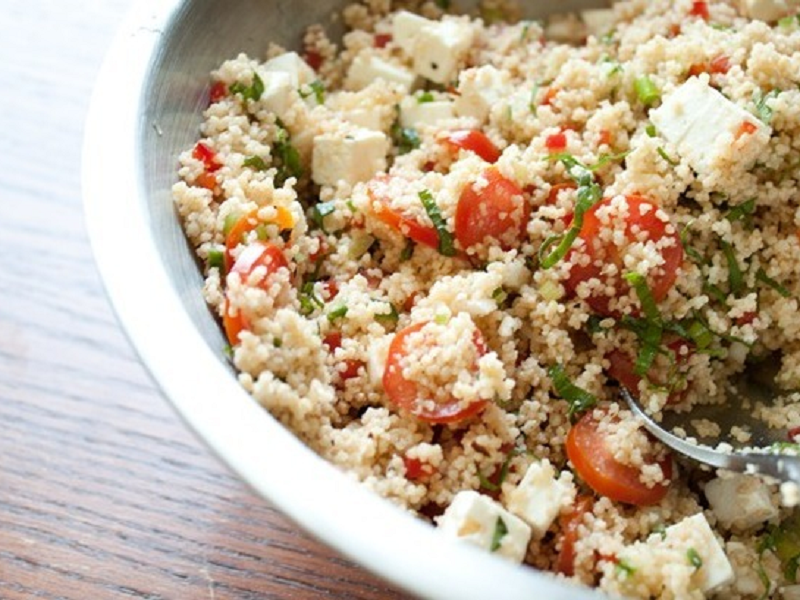 Салат с кускусом и томатами