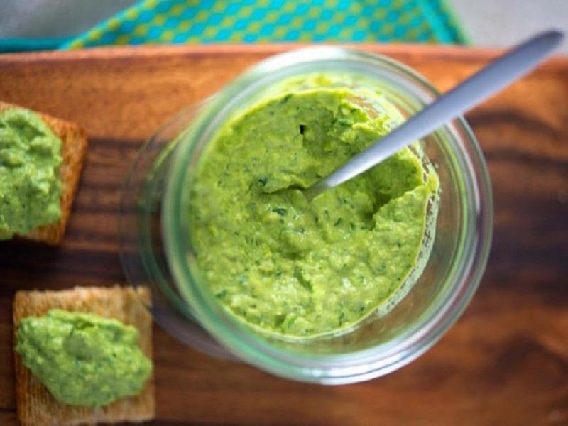 Зеленый гороховый хумус