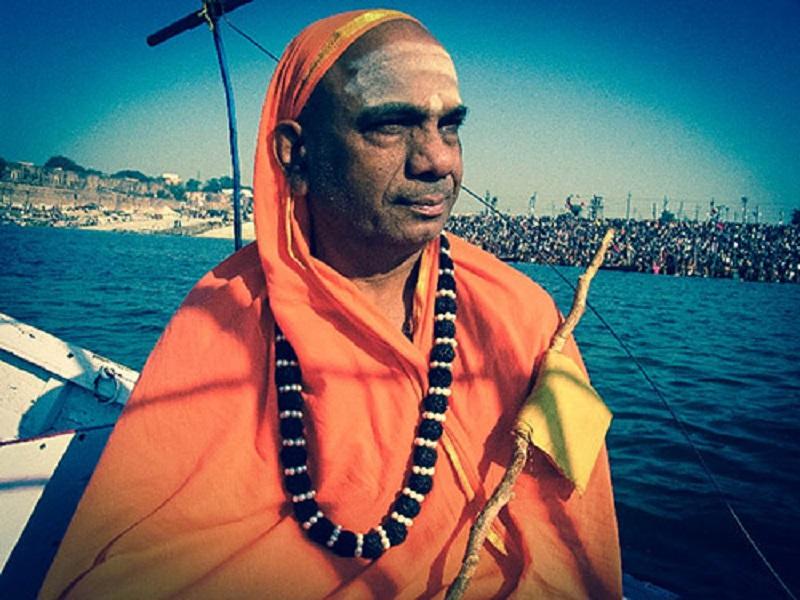 Каши Джагадгуру Махасвамиджи: » Ум обычного человека можно сравнить с грязным зеркалом в дрожащей руке – в нем не разглядеть себя»