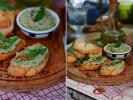 Зеленый тапенад с оливками, каперсами и миндалем