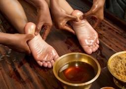 Массаж стоп Пада Абхьянгам: омоложение, расслабление, восстановление сил