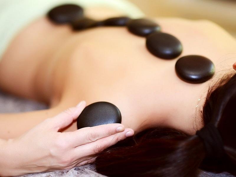 Стоун-терапия: массаж лечебными камнями