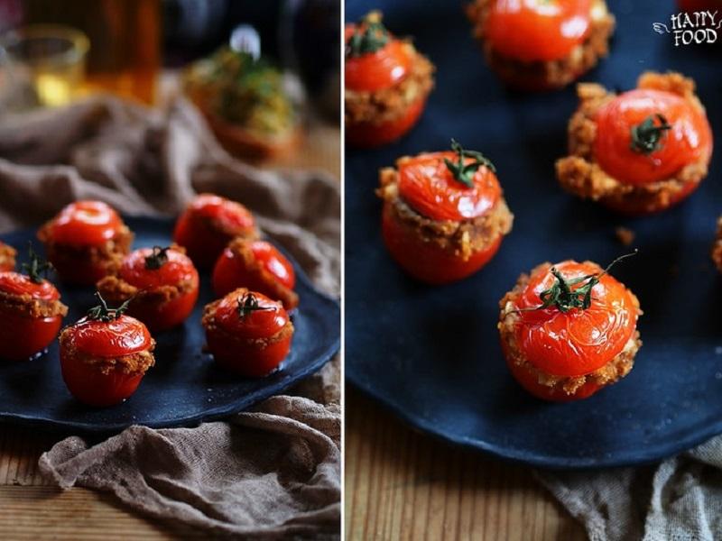 Запеченные томаты фаршированные сыром, каперсами и хлебными крошками