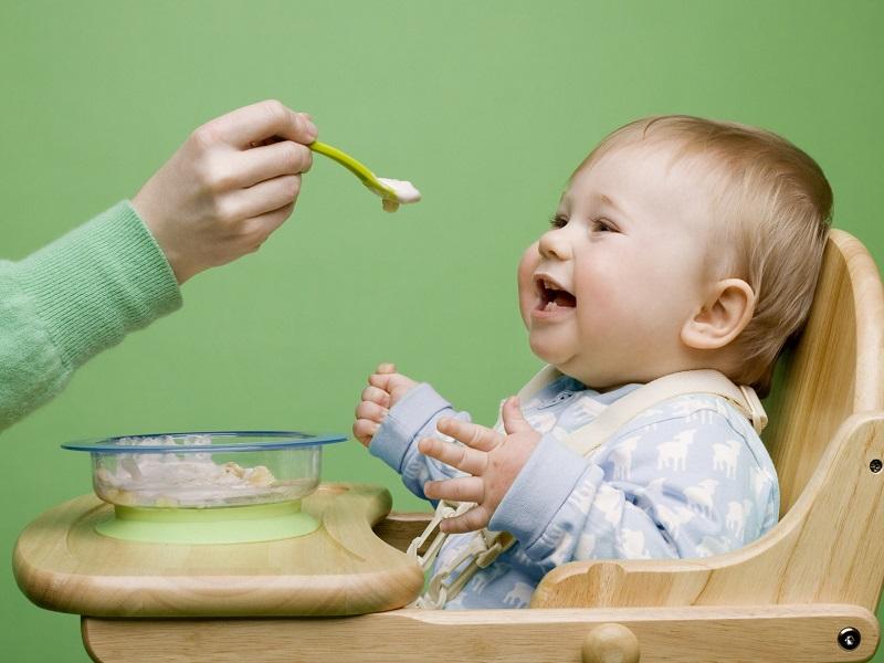 Чем кормить малыша: советы доктора юрведы