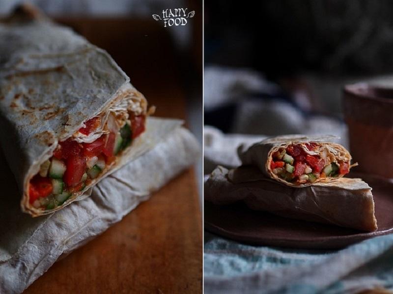 Овощной салат с баклажанной икрой в лаваше