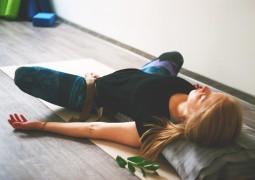 Избавляемся от стресса: 4 восстановительные асаны