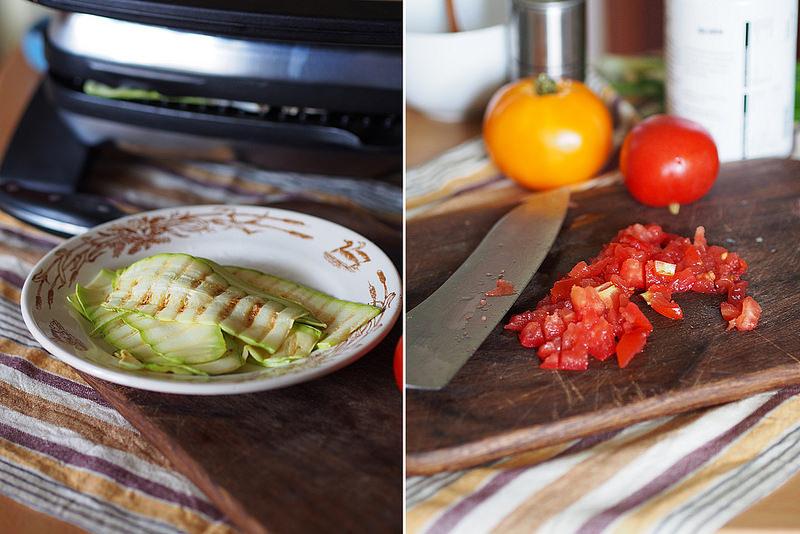 Ruletiki iz kabachkov gril' s syrom i tomatami_3