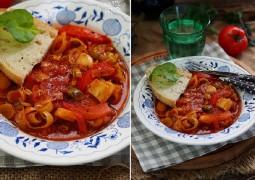 Тушенный порей с томатами