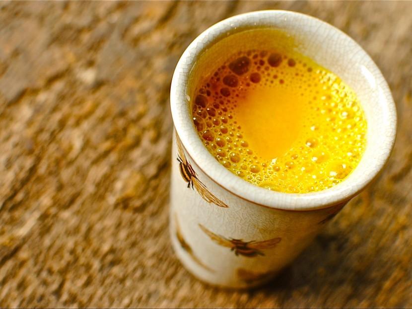 Теплая вода с куркумой по утрам: в чем польза