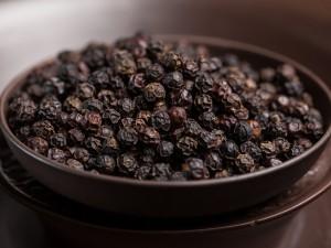 Аюрведические преимущества черного перца для здорового пищеварения
