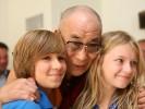 Далай-Лама. Если детей не ласкать, не обнимать, то есть не любить по-настоящему, то их нормальное развитие обречено