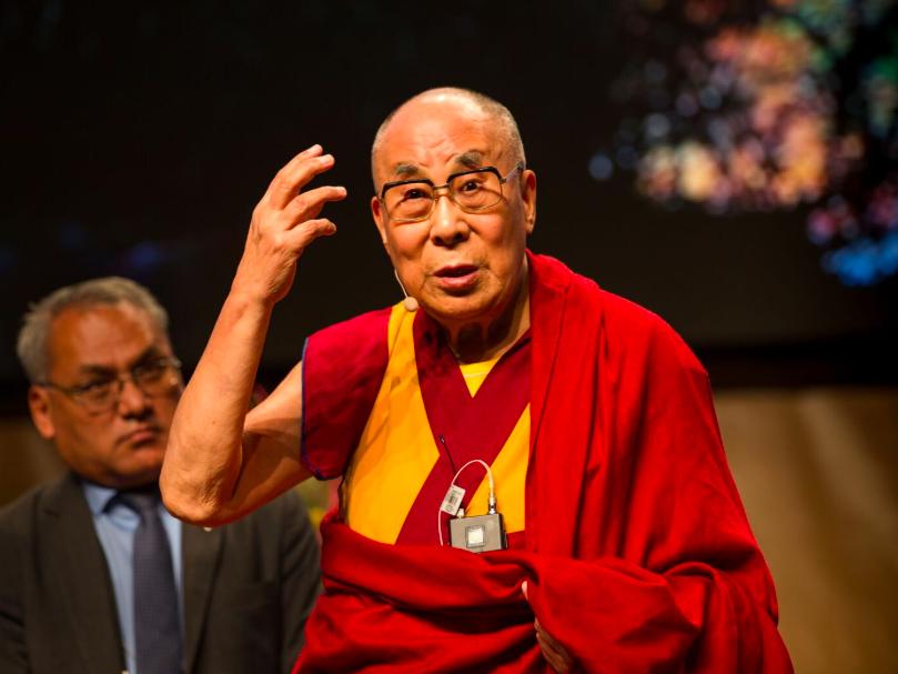 Далай Лама «Если детей не ласкать, не обнимать, то есть не любить по-настоящему, то их нормальное развитие обречено»(1)