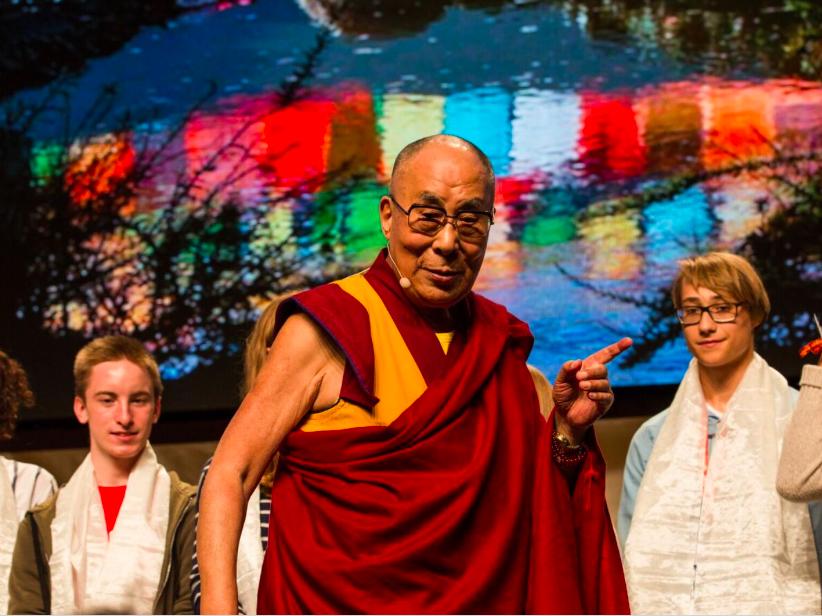 Далай Лама «Если детей не ласкать, не обнимать, то есть не любить по-настоящему, то их нормальное развитие обречено»(2)
