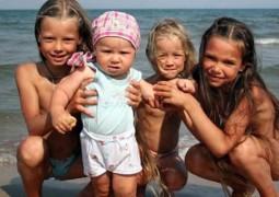 Нудизм при детях – как это может отразиться на психике ребенка или стоит ли родителям ходить обнаженными при детях
